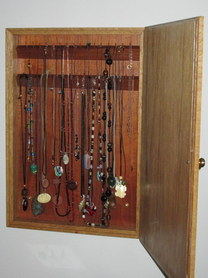 Necklace_Cabinet__interior._Photograph_by_Robert_Rich